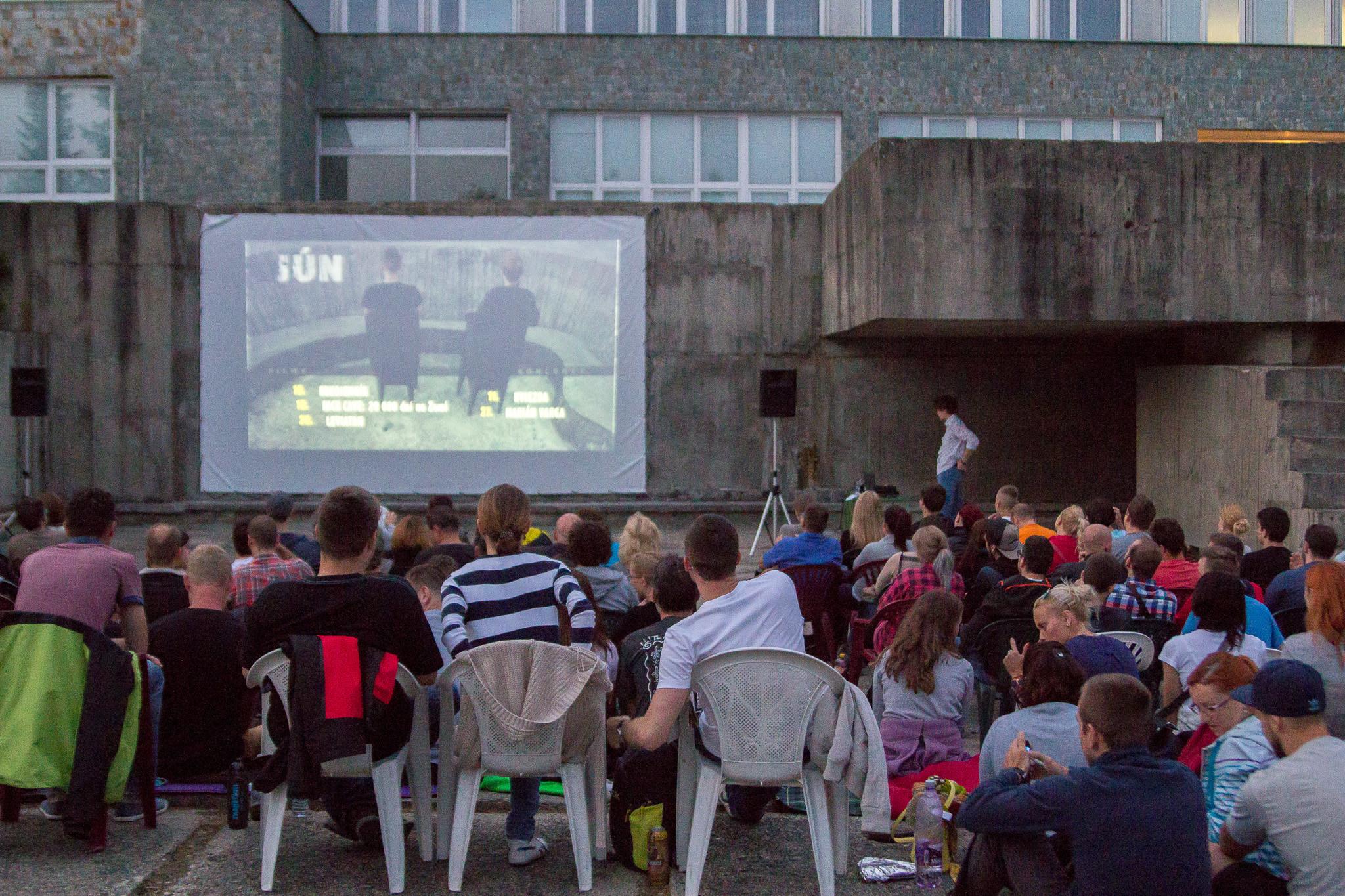 Kino v bazéne tento rok ukáže (trochu) iné svety